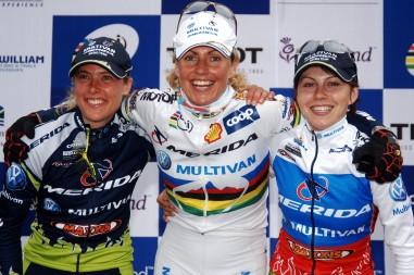Die drei Merida-Mädels Gunn-Rita, Irina und ich beim Weltcup Fort William 2005 © Armin M. Küstenbrück