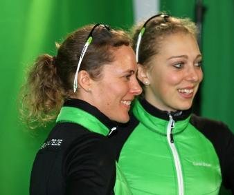 Teamkollegin Sarah Bauer und ich